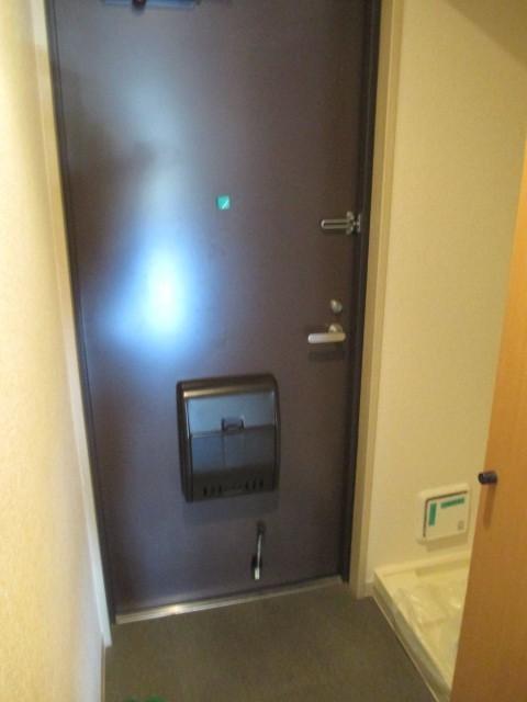 ※反転タイプのお部屋の写真です(玄関)