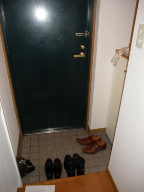 ※反転タイプのお部屋の写真です。(玄関)