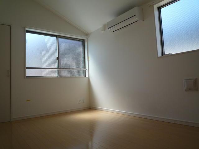 別部屋の写真を使用しています。(居間)